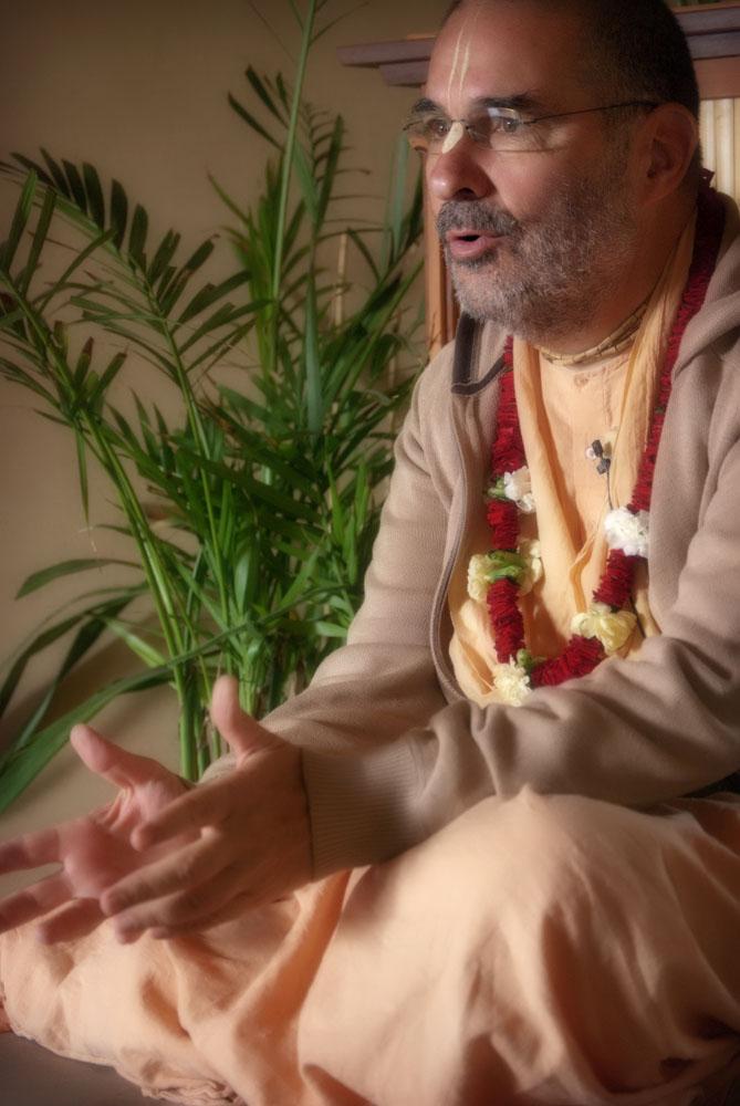 Swami Tripurari on Vyasasana